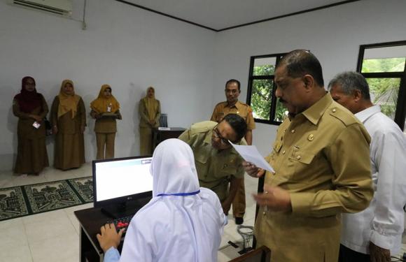 20 Siswa MTS Al-Khairaat Ikut UNBK, Walikota Bangga
