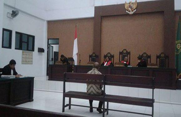 Terdakwa Korupsi Dana BRI  Amahai,Masuk Kursi Pesakitan