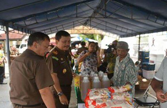 Jelang Idul Fitri,  Kejati Maluku Gelar Pasar Murah