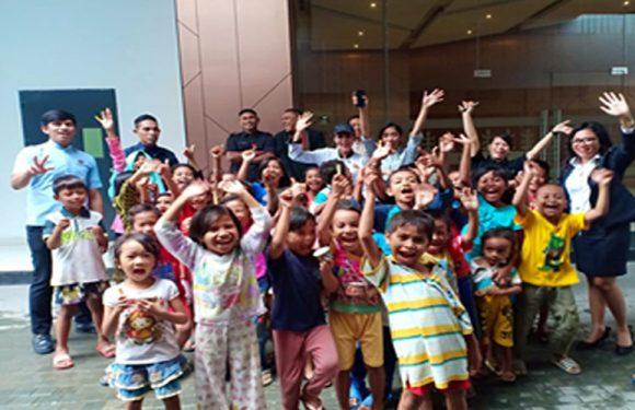 100 Anak Dapat Es Krim Gratis Dari Hotel Santika