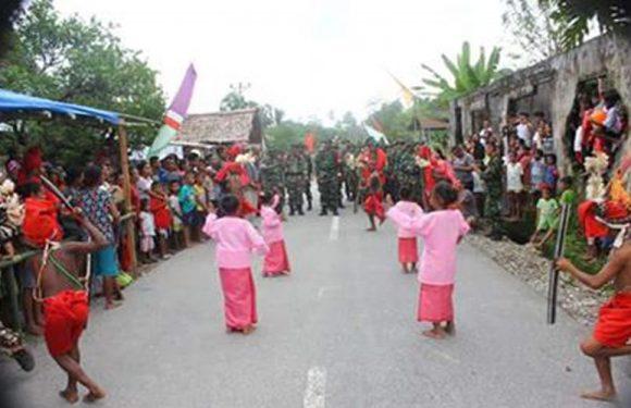 Kemeriahan Penjemputan Satgas TMMD di Desa Hatumete