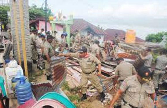 Dikawal Polisi & TNI, Pemkot Bongkar Lapak di Sudirman