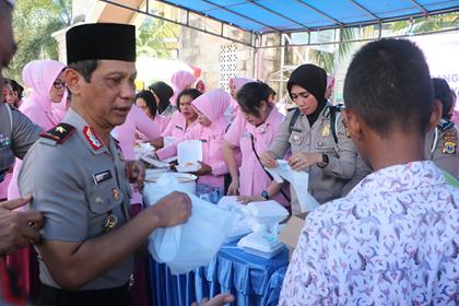 1500 Makanan Gratis Dibagi Polda Maluku ke Warga