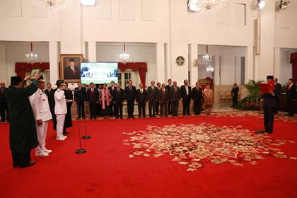 Di Istana Negara, Presiden Jokowi Lantik Gubernur-Wagub Maluku