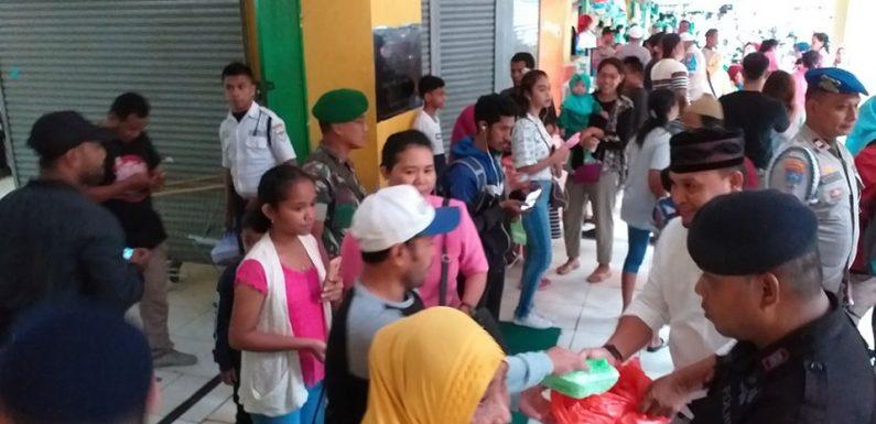 Batara Maluku 97-98 Bagi 400 Tak'Jil ke Warga