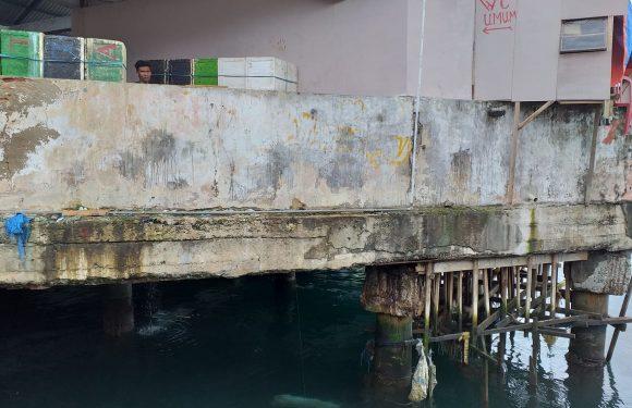 """Indag-DKP Kaget, Cold Storage Pasar Arumbae """"Disulap"""" Toilet Gantung"""