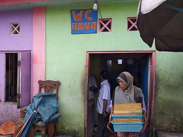 Atasi Pencemaran, Toilet Gantung di Pasar Ikan Mardika Digembok