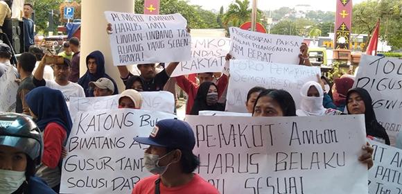 Demo, Warga Minta Pemkot Tak Lakukan Pembongkaran