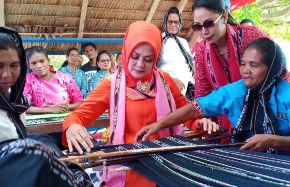 Bangga & Jatuh Hati, Widya Siap Wadahi Penenun Tanimbar
