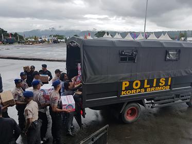 2 Truk Bantuan Polda Maluku Bagi Korban Gempa Disalurkan