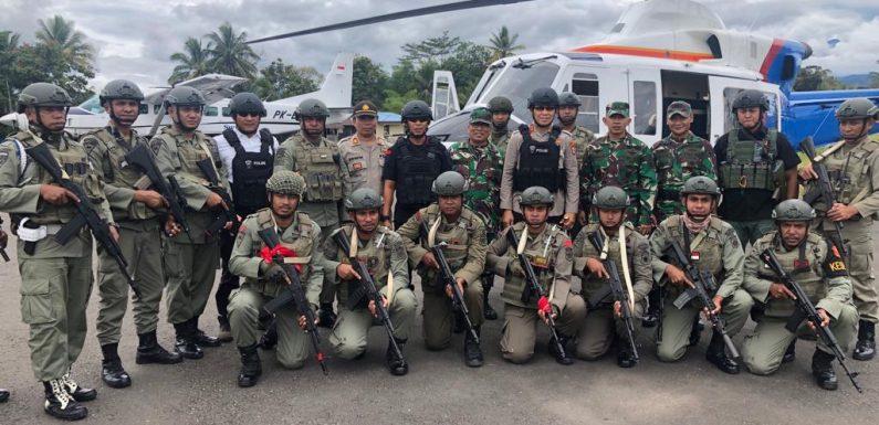 Kapolda Maluku Semangati Anggotanya di Nduga Papua