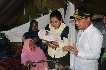 Bayi Lahir di Tenda Pengungsian Dinamai Abas Orno