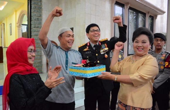 "HUT TNI, Kapolda Beri Kejutan Bagi ""Sahabat"""