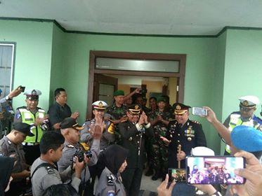 Polres Ambon Surprise HUT TNI di Empat Lokasi
