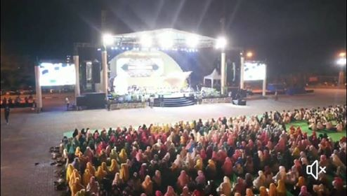 Umat Muslim Indonesia Berdoa Untuk Maluku