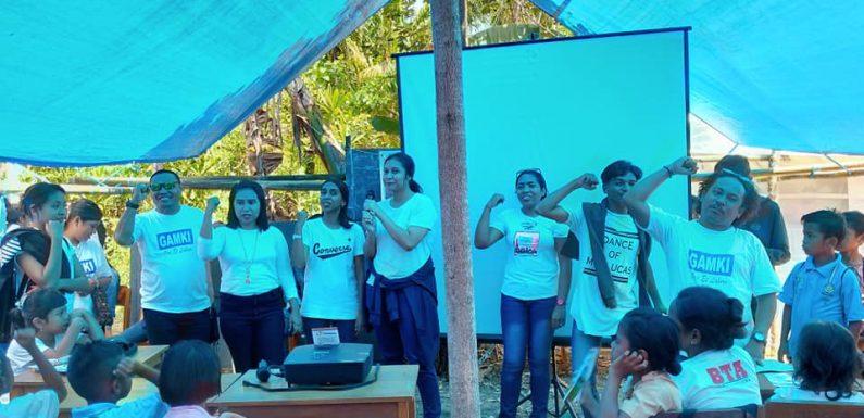 GAMKI Kota & PSRP Rehoboth Berbagi Dengan Siswa di Waai